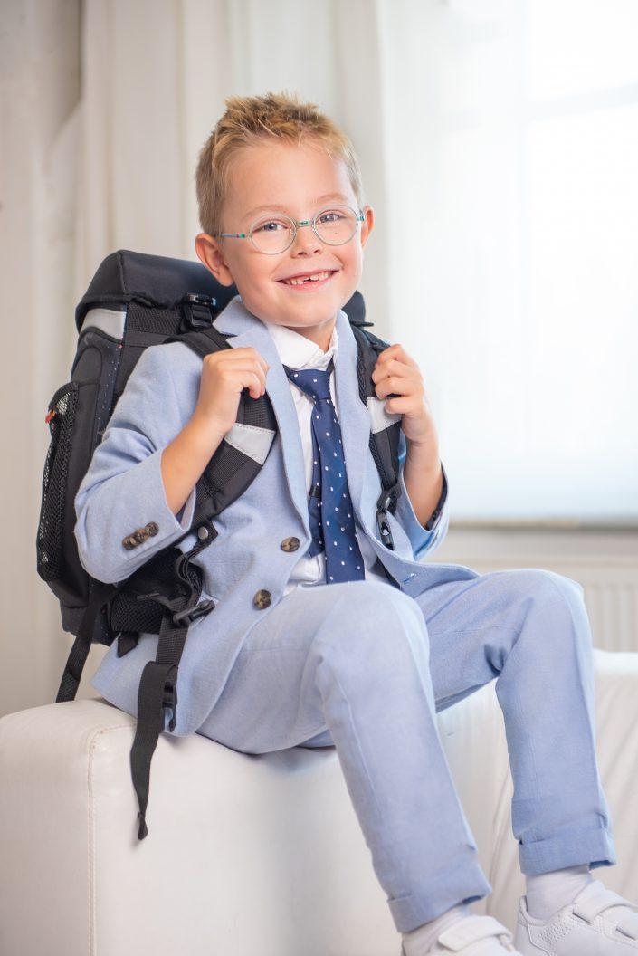 Schulanfangsfoto mit einem Jungen von der Fotografin Ricarda Hager